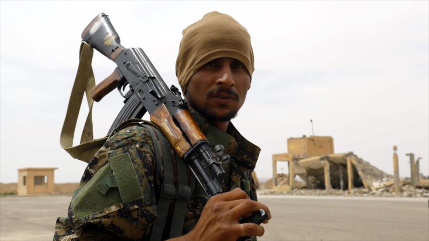 Un integrante de las Fuerzas Democráticas Sirias (FDS), 21 de mayo de 2018 (Foto: AFP).