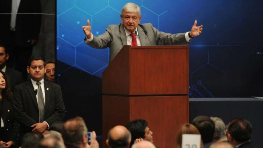 López Obrador: Nadie nos va a amenazar con construir un muro
