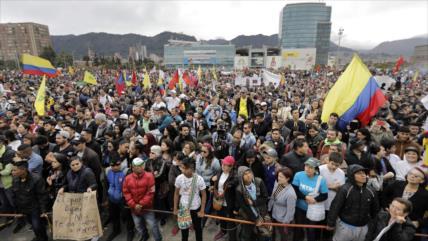 Oposición colombiana marcha para exigir a Duque que cuide la paz
