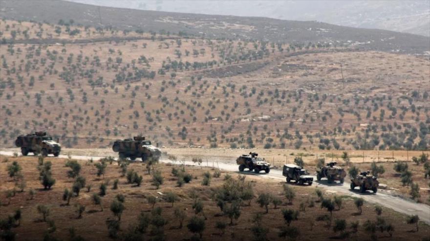 Un convoy militar de Turquía avanza en la provincia siria de Idlib, noroeste.