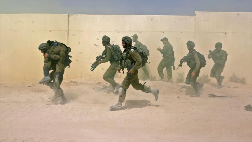 Soldados israelíes durante un ejercicio militar en la base militar de Tzeelime, simulando una guerra con Gaza, 3 de julio de 2018. (Foto: AFP)
