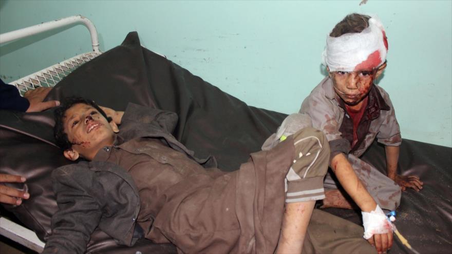 Niños yemeníes reciben tratamiento luego de que el autobús en el que viajaban en Saada sea atacado por la coalición saudí, 9 de agosto de 2018 (Foto: AFP).