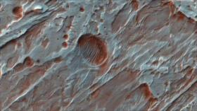 NASA revela imagen de un cráter que aloja agua en Marte