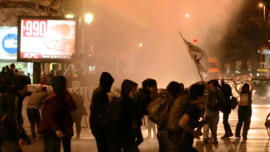 Reprimen en Chile protesta contra Estatuto Laboral Juvenil