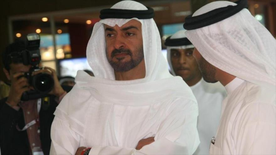 El príncipe heredero emiratí, Mohammad bin Zayed Al Nahyan (izq.).