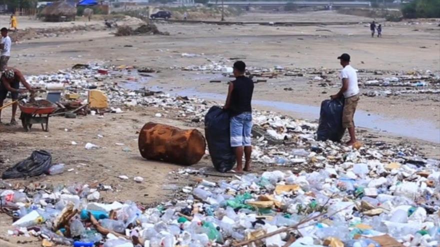 Olas de basura llegan al mexicano estado de Baja California Sur