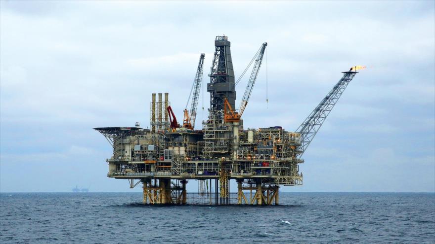 Una plataforma petrolífera de Irán ubicada en las aguas del mar Caspio.