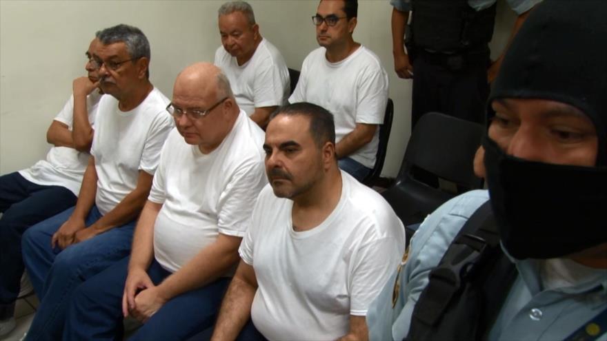 Expresidente de El Salvador confiesa desvío de más de $300 millones