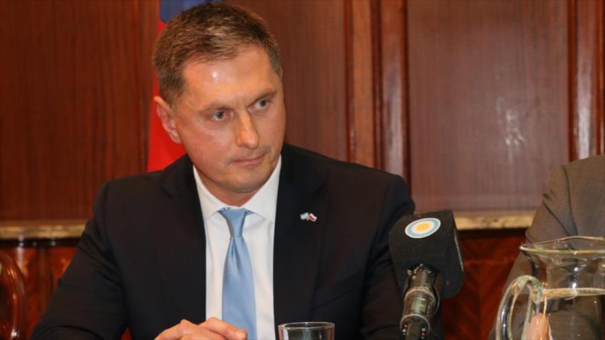 El nuevo embajador de Rusia en Argentina, Dmitry Feoktistov, ofrece una rueda de prensa en Buenos Aires, 9 de agosto de 2018.