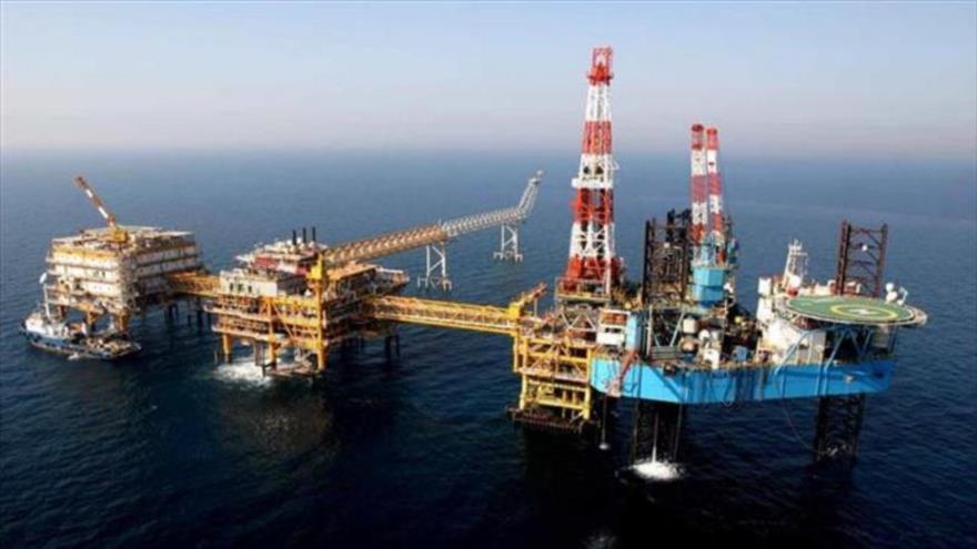 Una plataforma de extracción de petróleo en el campo iraní de Pars del Sur, situado en el Golfo Pérsico.