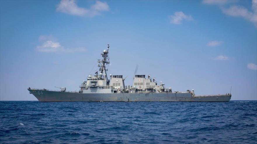 El destructor estadounidense USS Carney DDG-64 pasa por el mar Mediterráneo, 7 de agosto de 2018.