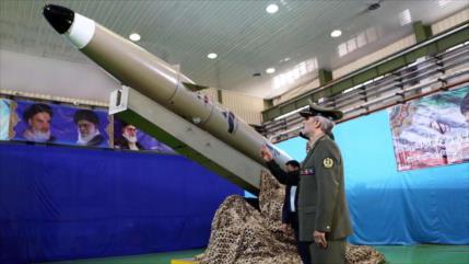 Irán presenta un misil táctico furtivo de nueva generación