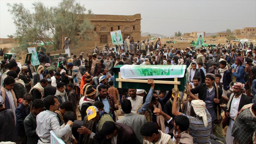 Se celebra funeral de escolares yemeníes muertos en ataque saudí