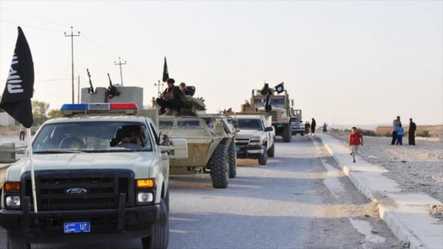 Un convoy de coches de terroristas de EIIL (Daesh, en árabe) circula en el norte de Irak.