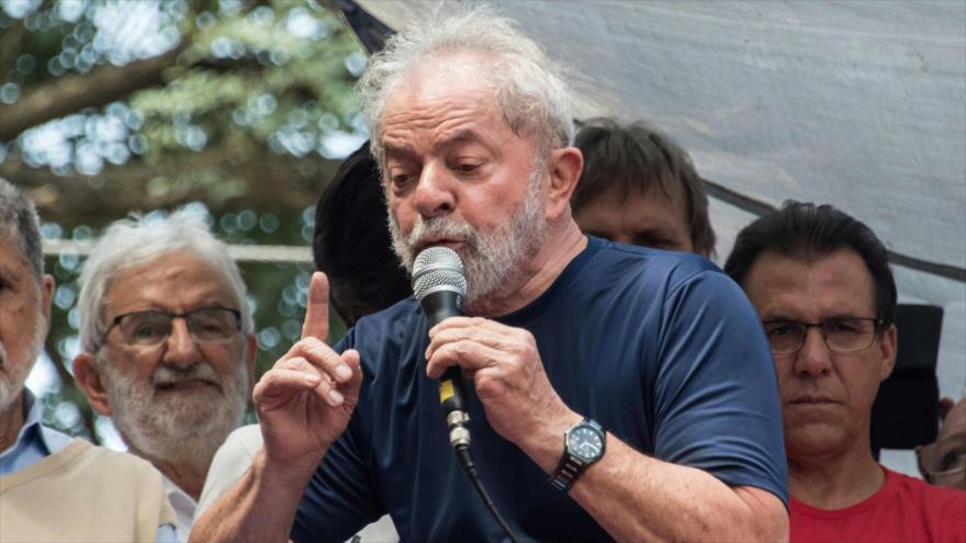 El expresidente de Brasil Luiz Inácio Lula da Silva habla durante un acto en Sao Paulo, 7 de abril de 2018. (Foto: AFP)