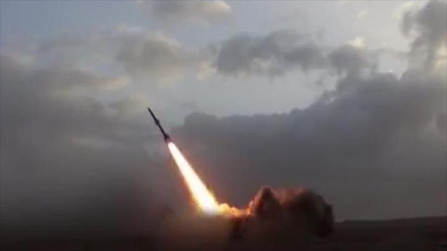 El lanzamiento de un misil balístico yemení Badr-1, 17 de agosto de 2018. (Foto: Al-Masirah)