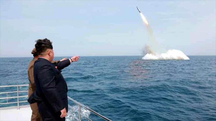 Informe: Pyongyang está construyendo nuevo submarino lanzamisiles