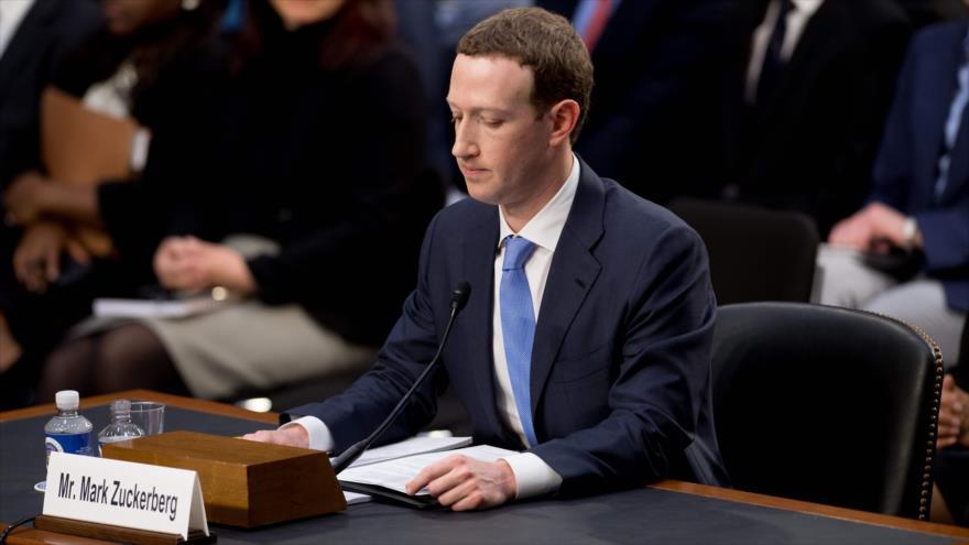 El fundador y director ejecutivo de Facebook, Mark Zuckerberg, responde a las preguntas de los congresistas de EE.UU., 11 de abril de 2018. (Foto: AFP)