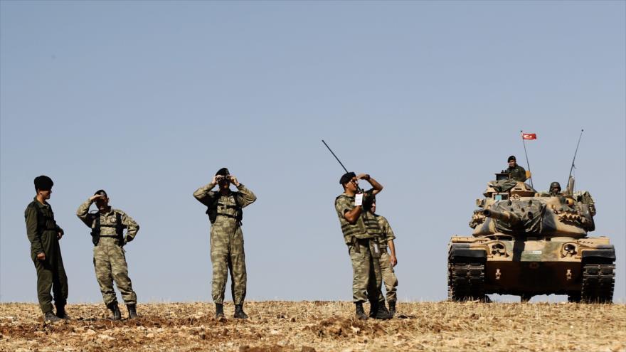 Fuerzas turcas desplegadas cerca de la frontera con Siria.