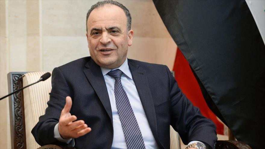 El Primer ministro de Siria, Imad Jamis, habla con la prensa.