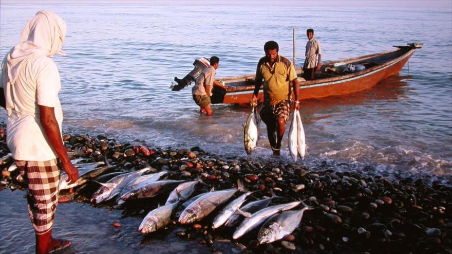 Bombardeos saudíes matan a 13 pescadores yemeníes