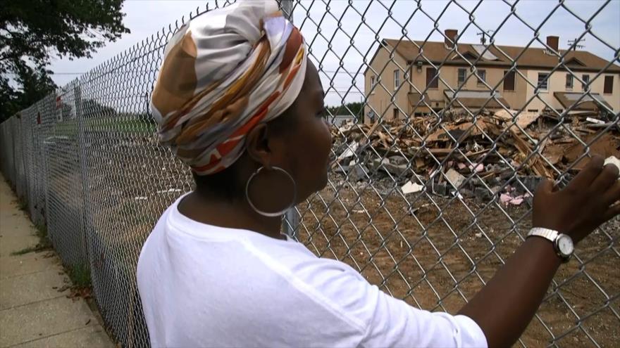 Demuelen en EEUU viviendas para desalojar a residentes