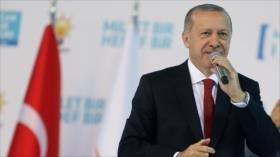 Erdogan equipara guerra económica de EEUU a ataque a bandera turca