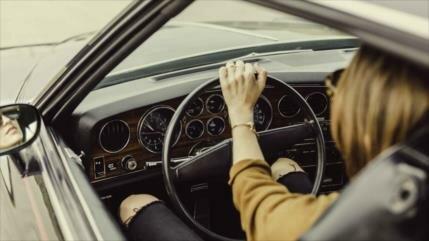 Estudio demuestra que las mujeres conducen mejor que los hombres