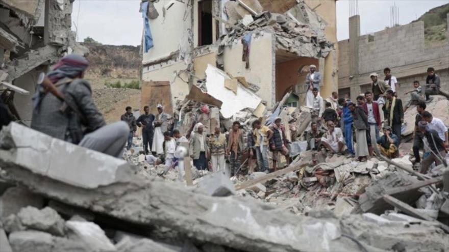 Escombros de una casa destruida después de un ataque aéreo saudí en un vecindario en Saná (capital yemení).