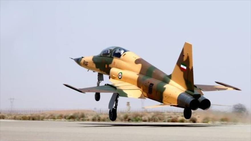Irán presenta su caza nacional con sistemas de última generación