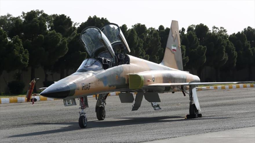 Irán estrena su primer avión de combate nacional