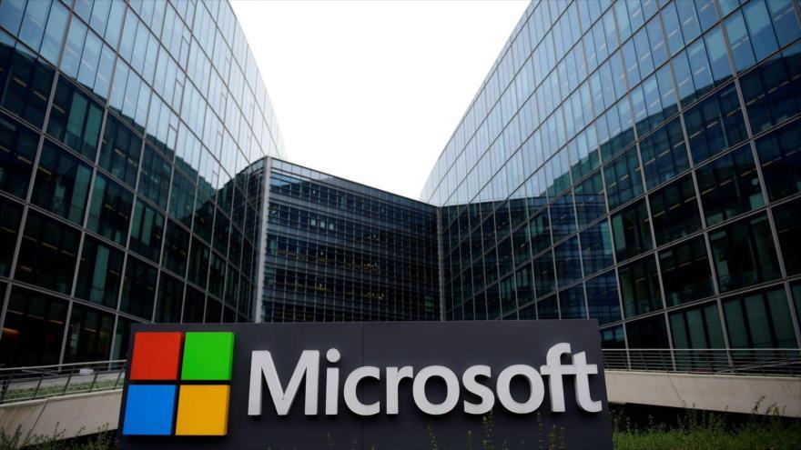 """Moscú acusa a Microsoft de involucrarse en la """"caza de brujas"""" de EEUU"""