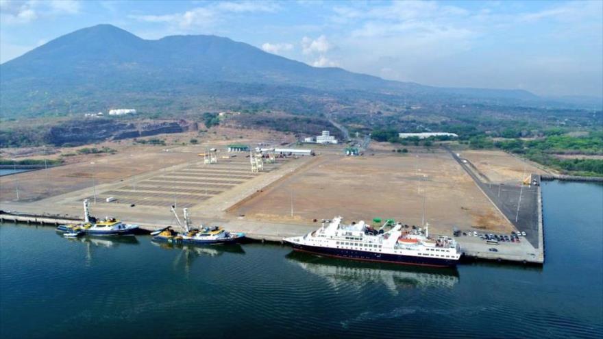 Una vista aérea del puerto La Unión de El Salvador.