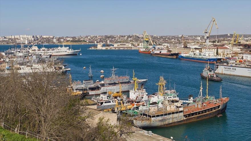 Un puerto en Sevastopol, ciudad más grande de la península de Crimea y un posible punto de partida para exportar a Irán a través del río Volga.