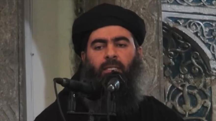 El líder del grupo terrorista EIIL (Daesh, en árabe), Abu Bakr al-Bagdadi, habla en una mezquita en la ciudad iraquí de Mosul (norte), 5 de julio de 2014.