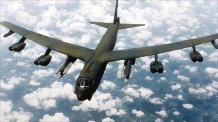 Un avión militar de EEUU cruza una base aérea militar de China