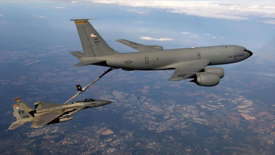 Vídeo: Avión cisterna de EEUU reabastece a caza saudí en cielo yemení
