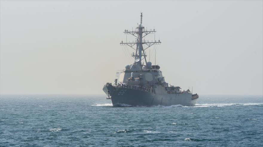El destructor estadounidense USS The Sullivans (DDG-68) en el Golfo Pérsico.