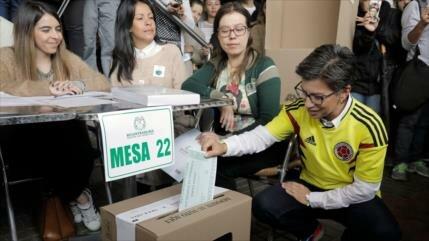Colombianos acuden a la consulta sobre lucha contra la corrupción