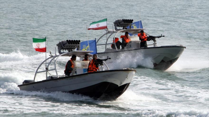 Lanchas veloces de ataque iraníes en el Golfo Pérsico.