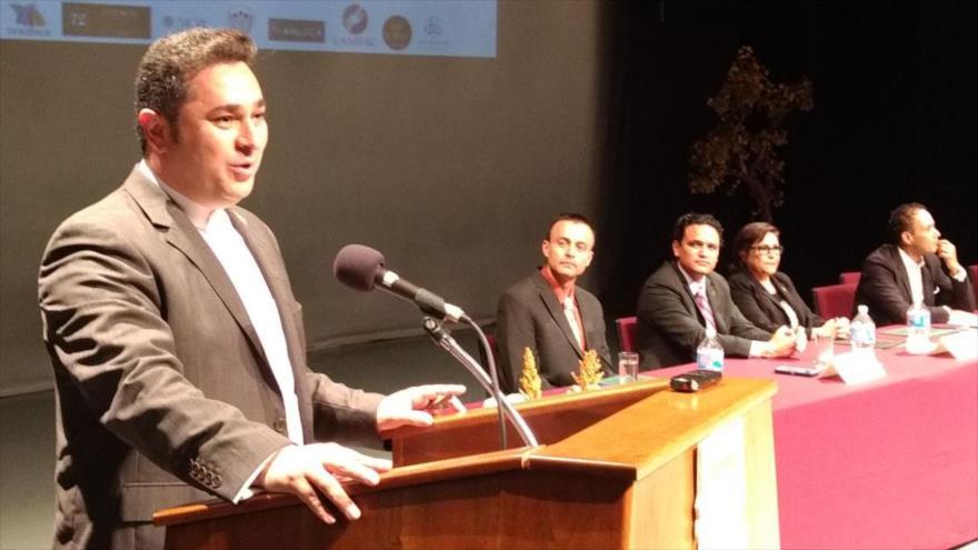 El director de HispanTV, Dr. Ali Ejarehdar, ofrece discurso en la Universidad de Baja California de Tijuana, México, 23 de septiembre de 2017.