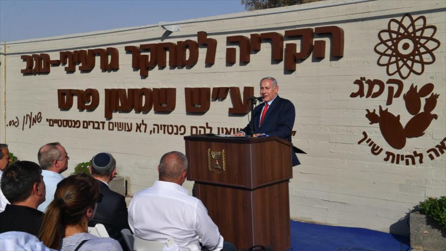 El premier israelí, Benjamín Netanyahu, habla en el marco de su visita a la instalación nuclear de Dimona, 30 de agosto de 2018.