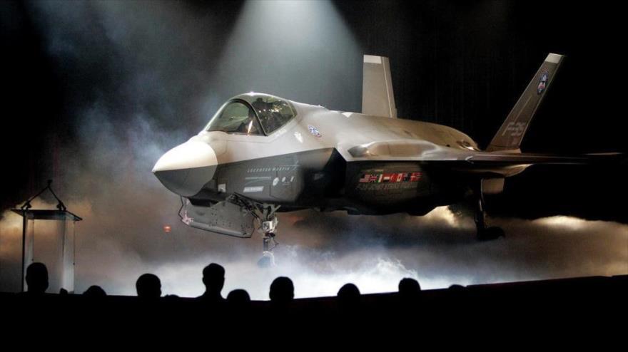 Un cazabombardero Lockheed Martin F-35 Lightning II de producción estadounidense.