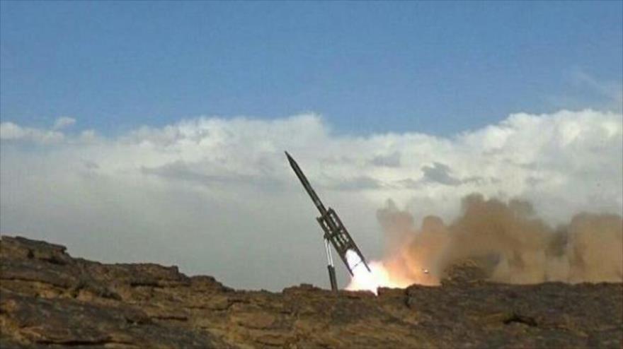 Misil balístico yemení destruye una base militar de Arabia Saudí