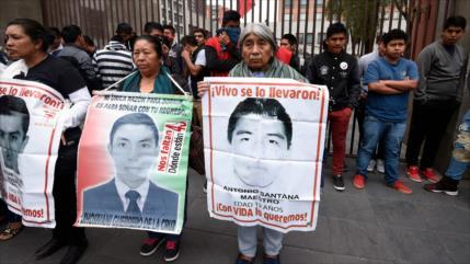 Nuevo informe rechaza la versión estatal sobre 43 desaparecidos