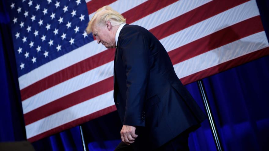 Exespía británico revela: Trump quedó a merced de Rusia