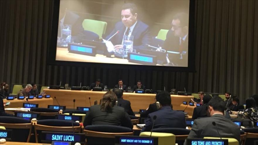 El representante venezolano ante la ONU, Samuel Moncada, habla en la sede de la ONU, en Nueva York, 19 de marzo de 2018 (Fuente: @SMoncada_VEN)