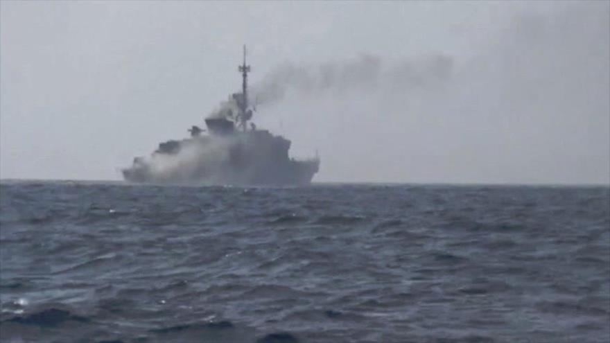 Un buque de guerra de la Marina de Arabia Saudí dañado por ataques de las fuerzas yemeníes.