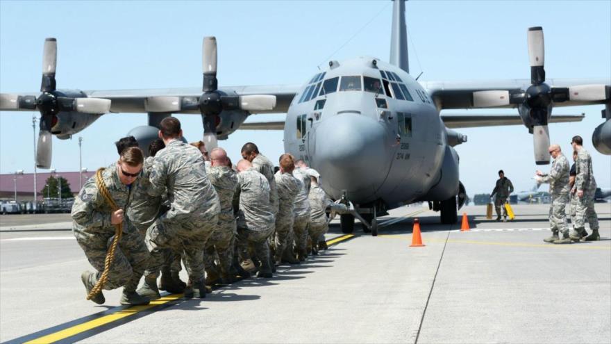 Las fuerzas militares estadounidenses desplegadas en Base Aérea Yokota, Japón, 15 de abril de 2016.