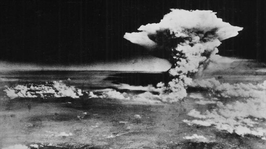 Una bomba atómica de EE.UU. lanzada sobre la ciudad japonesa de Hiroshima, 6 de agosto de 1945.